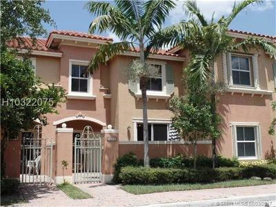 Pembroke Pines Condo/Townhouse For Sale: 1048 SW 143rd Ave #2504