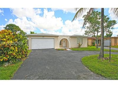 Miramar Single Family Home For Sale: 8457 Sheraton Dr