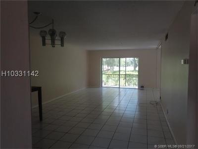 Lauderhill Condo/Townhouse For Sale: 6061 N Falls Circle Dr #104