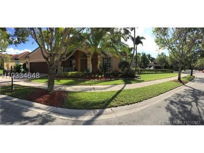 Weston Single Family Home For Sale: 1476 Cardinal Way