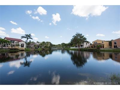 Plantation Single Family Home For Sale: 9831 Fairway Cove Ln