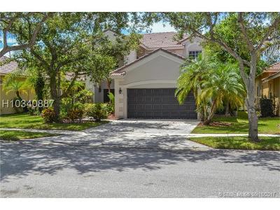 Weston Single Family Home For Sale: 805 Crestview Cir