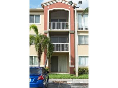 Davie Condo/Townhouse For Sale: 7085 Nova Dr #203