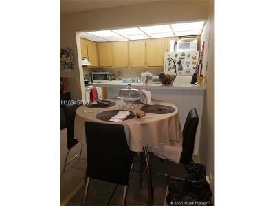 Hollywood Condo/Townhouse For Sale: 5761 Washington St #C4
