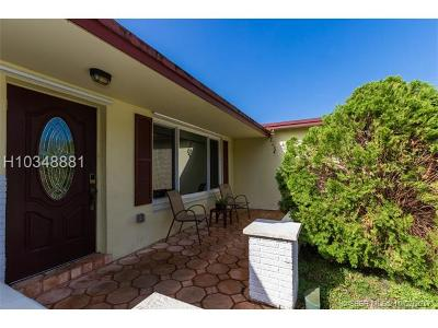 Pembroke Pines Single Family Home For Sale: 9720 NW 5th St