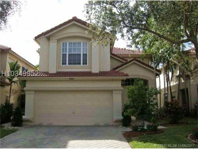 Dania Beach Single Family Home For Sale: 906 Natures Cove Rd