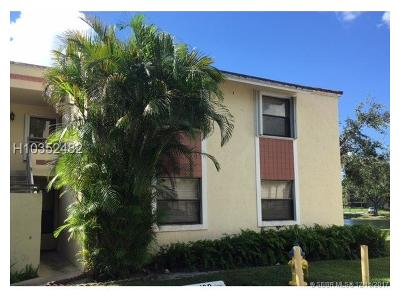 Pembroke Pines Condo/Townhouse For Sale: 1166 N Hiatus Rd #1166