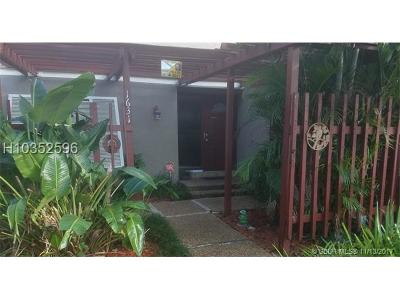 Pembroke Pines Condo/Townhouse For Sale: 1631 W Fairway Rd #1631