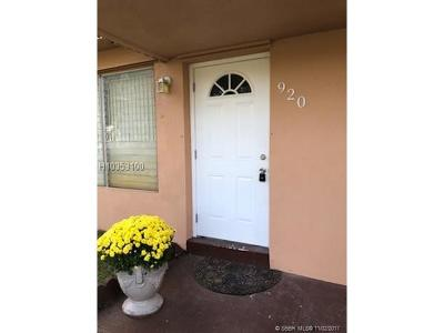 Hollywood Single Family Home For Sale: 920 N 74th Ter
