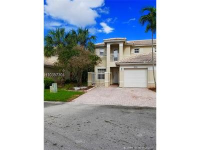 Pembroke Pines Condo/Townhouse For Sale: 17095 NW 23rd St #17095
