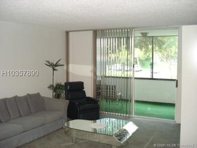 Lauderhill Condo/Townhouse For Sale: 3750 Inverrary Dr #2N