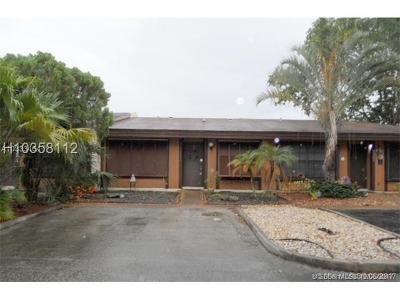 Pembroke Pines Condo/Townhouse For Sale: 2311 Pine Needle Ct #2311