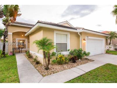 Pembroke Pines Single Family Home For Sale: 19020 NW 23rd St