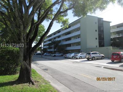 Hollywood Condo/Townhouse For Sale: 1425 Arthur St #409B