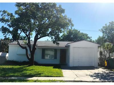 Dania Beach Single Family Home For Sale: 42 SE 3rd Pl