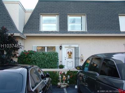 Hallandale Condo/Townhouse For Sale: 945 NE 26th Ave #945