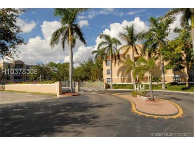 Dania Beach Condo/Townhouse For Sale: 609 E Sheridan St #103