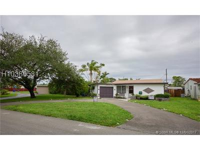 Hollywood Single Family Home For Sale: 1211 N Golf Dr
