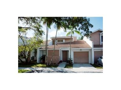 Sunrise Condo/Townhouse For Sale: 653 Woodgate Ln #D