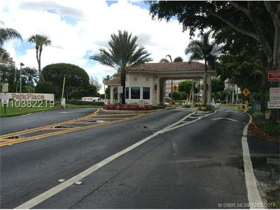 Pembroke Pines Condo/Townhouse For Sale: 1000 Saint Charles Pl #PH9