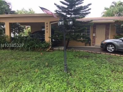 Pembroke Pines Single Family Home For Sale: 6901 SW 5th Ct