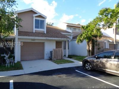 Sunrise Condo/Townhouse For Sale: 627 Woodgate Cir #C