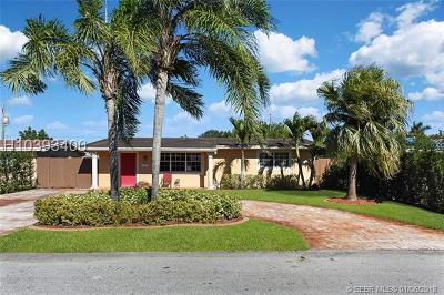 Pembroke Pines Single Family Home For Sale: 8261 NW 11th Ct