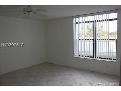 Lauderhill Condo/Townhouse For Sale: 3760 Inverrary Dr #1P