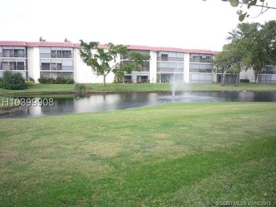 Pembroke Pines Condo/Townhouse For Sale: 291 S Hollybrook Dr #103