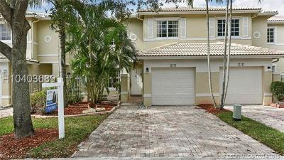 Pembroke Pines Condo/Townhouse For Sale: 17121 NW 23rd St #17121