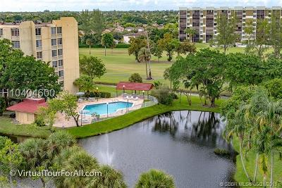 Lauderhill Condo/Townhouse For Sale: 6921 Environ Blvd #8T