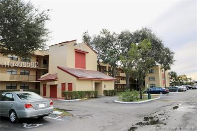 Miramar Condo/Townhouse For Sale: 3199 Foxcroft Rd #204