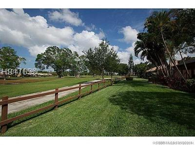 Pembroke Pines Condo/Townhouse For Sale: 1091 W Fairway Rd