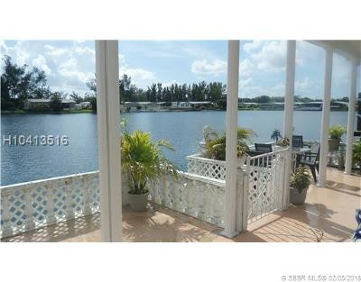 Dania Beach Single Family Home For Sale: 5642 Lagoon Dr