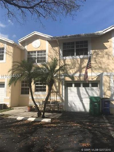 Cooper City Condo/Townhouse For Sale: 12159 SW 50th Pl #12159