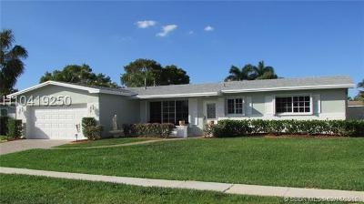 Pembroke Pines Single Family Home For Sale: 11801 NW 14th St