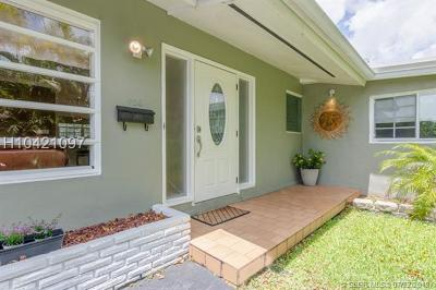 Hollywood Single Family Home For Sale: 406 Lawn Acres Ct
