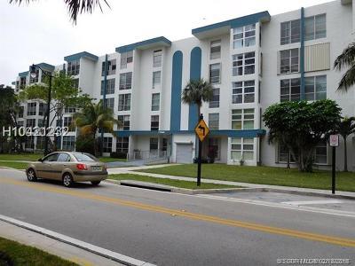 Sunny Isles Beach Condo/Townhouse For Sale: 17560 Atlantic Blvd #306