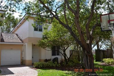 Davie FL Condo/Townhouse For Sale: $305,000