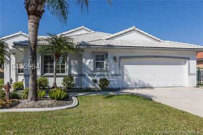 Pembroke Pines Single Family Home For Sale: 16383 SW 7th St