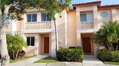 Pembroke Pines Condo/Townhouse For Sale: 20833 NW 3rd Ct