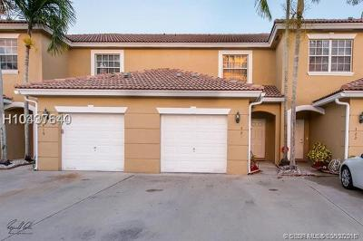 Pembroke Pines Condo/Townhouse For Sale: 421 SW 120th Ave #421