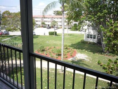 Pembroke Pines Condo/Townhouse For Sale: 681 S Hollybrook Dr #309