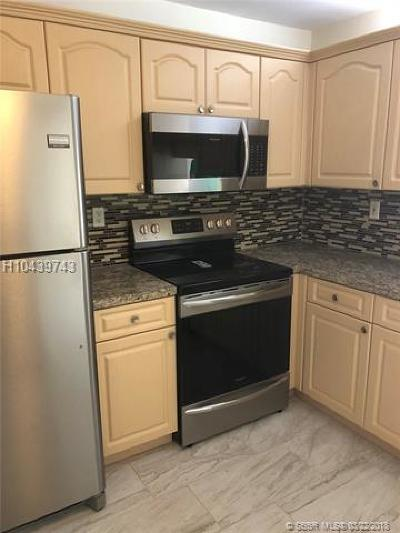Plantation Condo/Townhouse For Sale: 483 N Pine Island Rd #C304