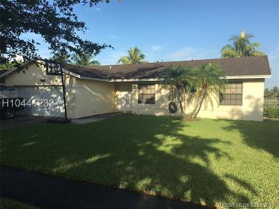 Miramar Single Family Home For Sale: 2300 E Lake Miramar Cir