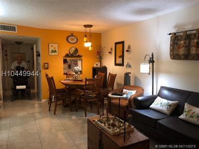 Sunrise Condo/Townhouse For Sale: 8460 Sunrise Lakes Blvd #112