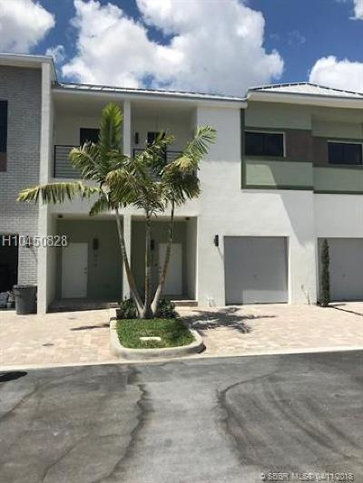 Plantation Condo/Townhouse For Sale: 921 NW 45th Ter