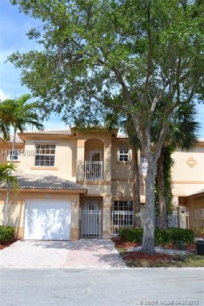 Pembroke Pines FL Condo/Townhouse For Sale: $325,000