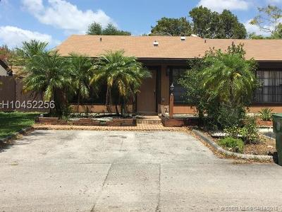 Pembroke Pines Condo/Townhouse For Sale: 10291 Oleander Ct