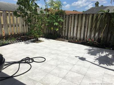 Miami Gardens Condo/Townhouse For Sale: 6745 NW 188th Ter